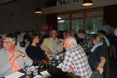 Toppenstämning under middagen (Foto: Johanna Olofsson)