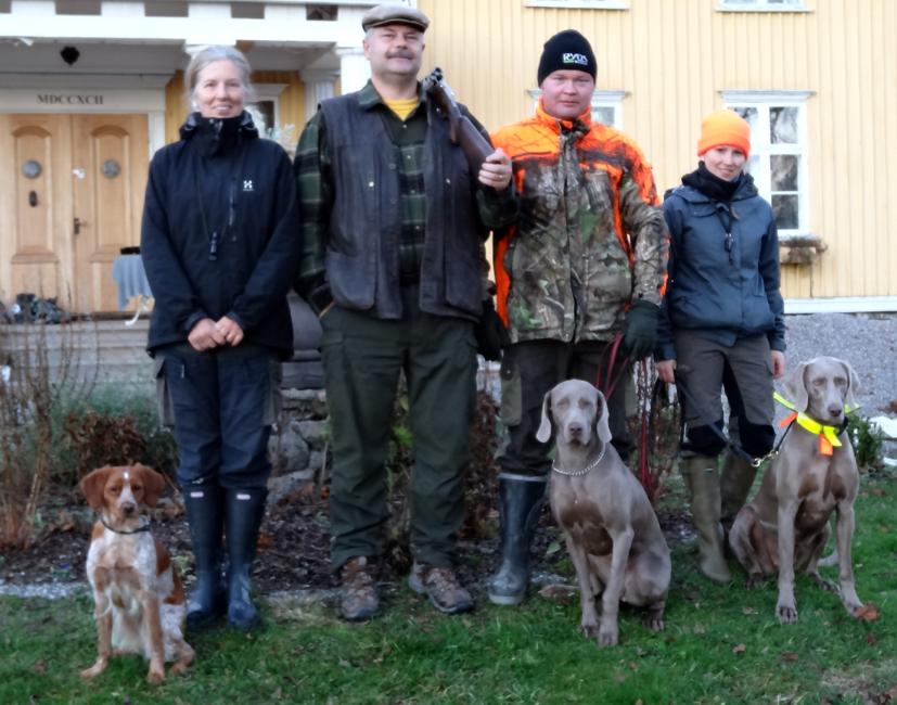 Diva Ukl2, Nosa Ukl2 samt Säde Ökl1 med förare och domare/skytt Rolf Ryberg